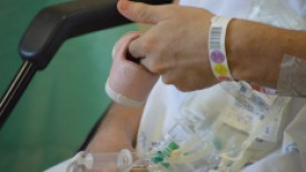 Chá de bebê é realizado para esposa de paciente que recebeu alta