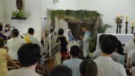 Encenação encanta pacientes durante missa de natal