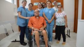Paciente que foi à formatura do filho recebe alta hospitalar