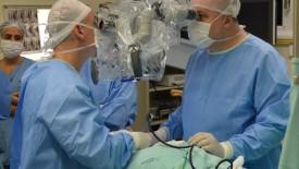 Renomado especialista em neurocirurgia visita HSI e realiza cirurgias de coluna
