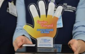 Controle de Infecções premia os famosinhos do Santa Isabel