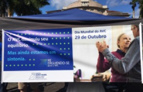 Dia Mundial de Combate ao AVC é comemorado com Ação na Praça do Teatro Carlos Gomes