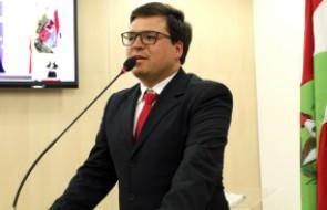 Dr. Leandro Haas recebe homenagem na Câmara de Vereadores de Blumenau