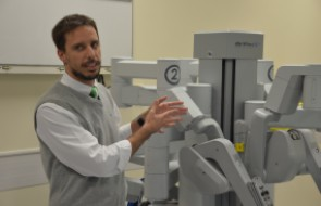 Hospital Santa Isabel apresenta robô-cirurgião e se prepara para o primeiro procedimento