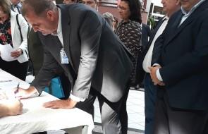 Mais de um milhão será repassado por mês ao HSI após assinatura de convênio com Governo do Estado