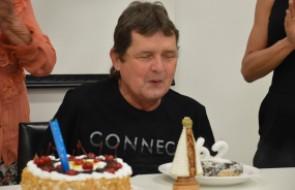 Paciente de transplante cardíaco celebra 62 anos com festa no HSI