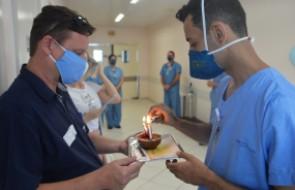 Paciente recebe alta da UTI Covid no aniversário e ganha surpresa