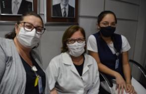 Três colaboradoras do Santa Isabel são vacinadas contra a Covid-19 no primeiro dia de imunização